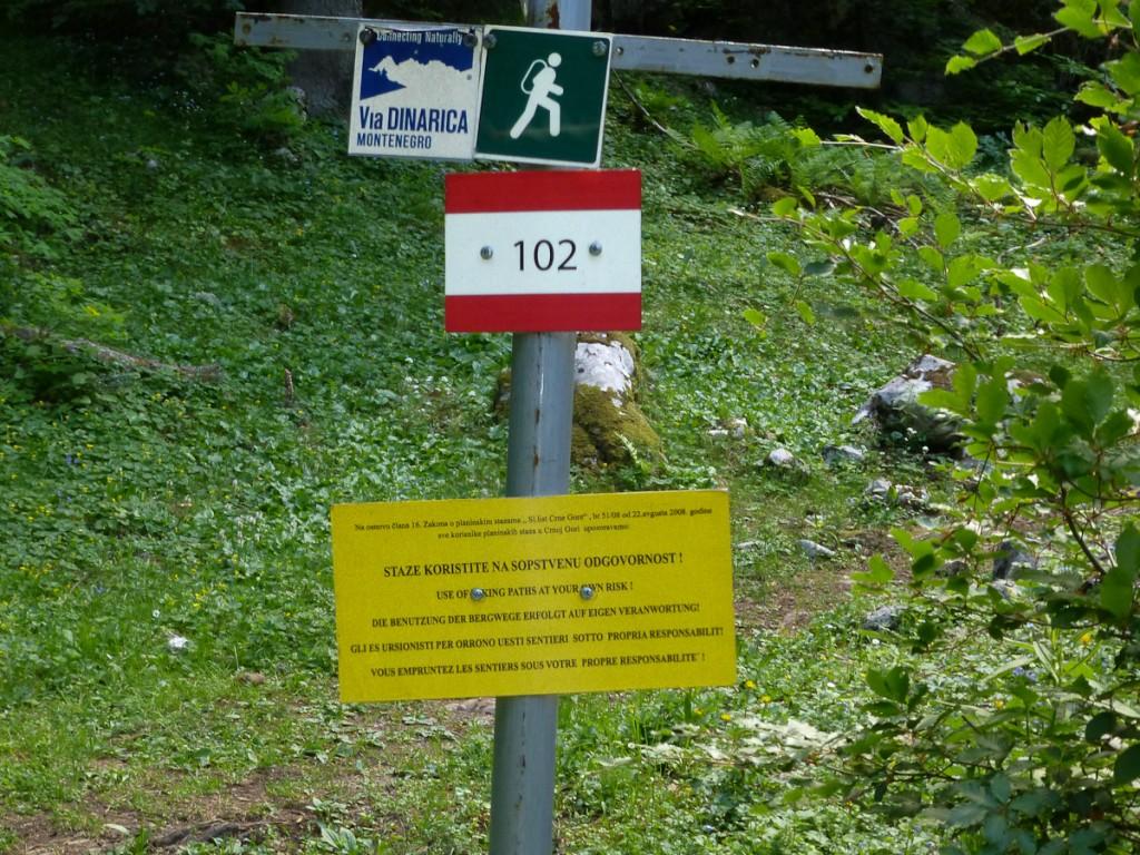 Trilha numerada no Parque Nacional Durmitor (Montenegro)
