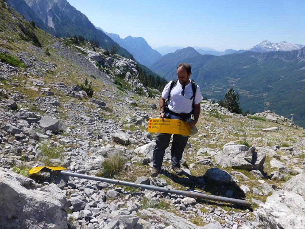 Caso contrário, acaba caindo como aconteceu na trilha de longo curso Peaks of Balkans, no Parque Nacional Valbona, na Albânia.