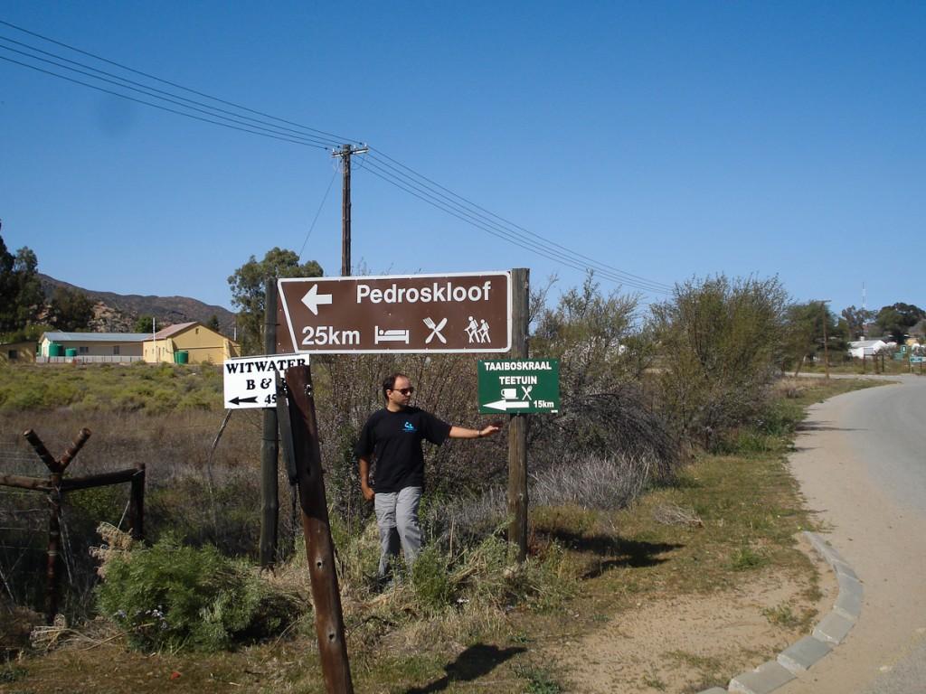 Na África do Sul placas indicando a existência de trilhas fazem parte da sinalização de trânsito (RPPN PedrosKloof).
