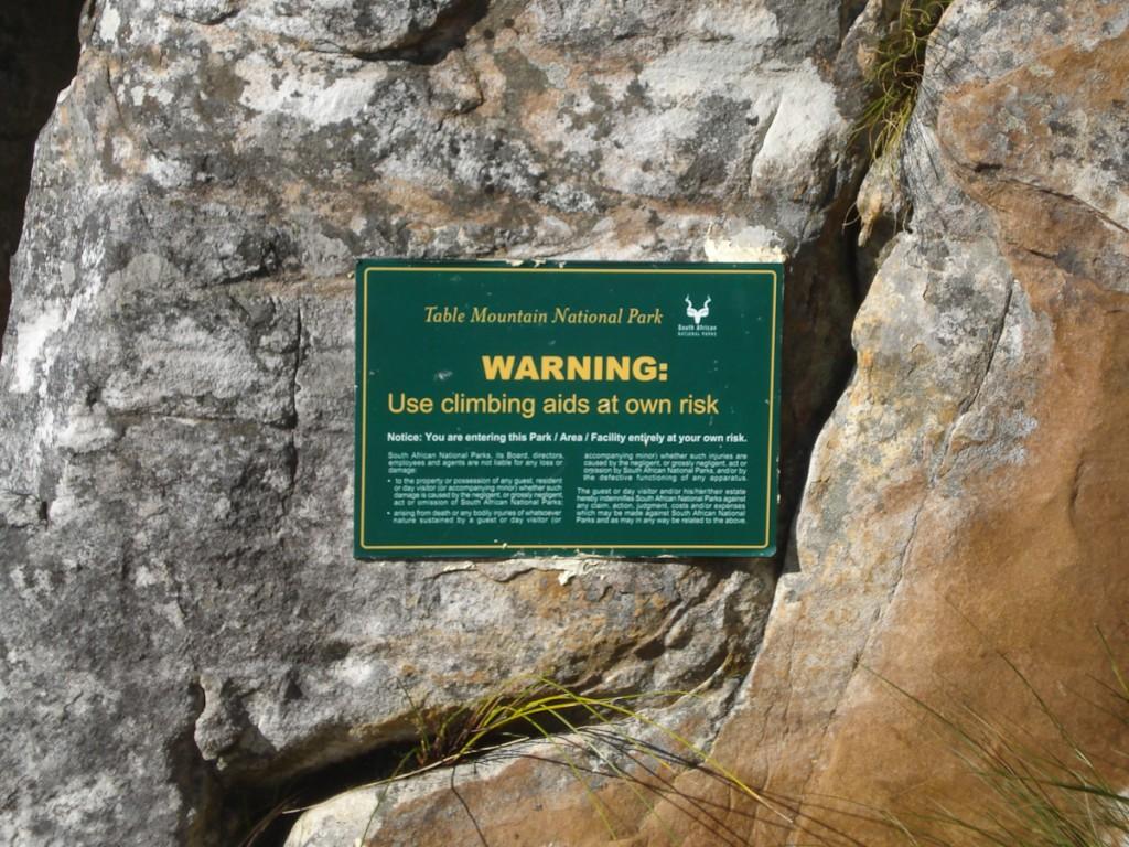 Sinalização de perigo permanente (Parque Nacional da Montanha da Mesa, África do Sul)