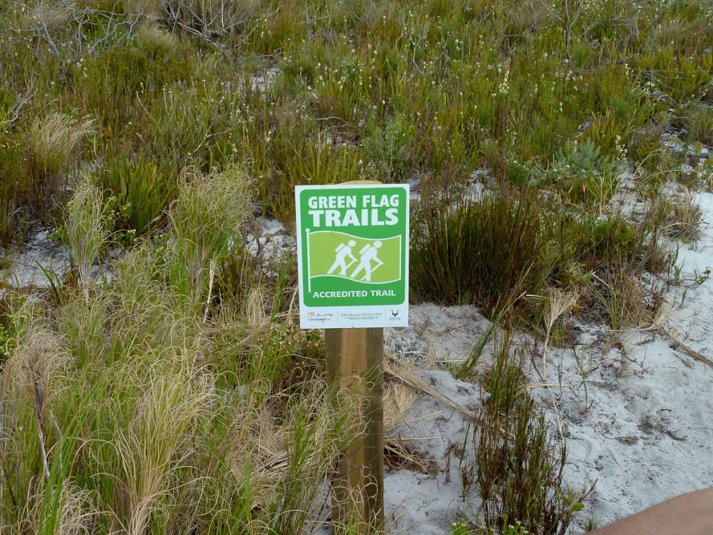 A Trilha de longo curso Hoerikwaggo passou na auditoria e ganhou a Bandeira Verde (Parque Nacional da Montanha da Mesa, África do Sul)