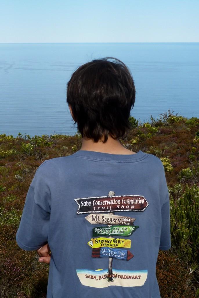 Um sistema de trilhas bem mantido pode até gerar produtos cuja renda seja revertida para sua manutenção (camiseta das trilhas de Saba, Parque Nacional de Saba, nas Antilhas Holandesas)
