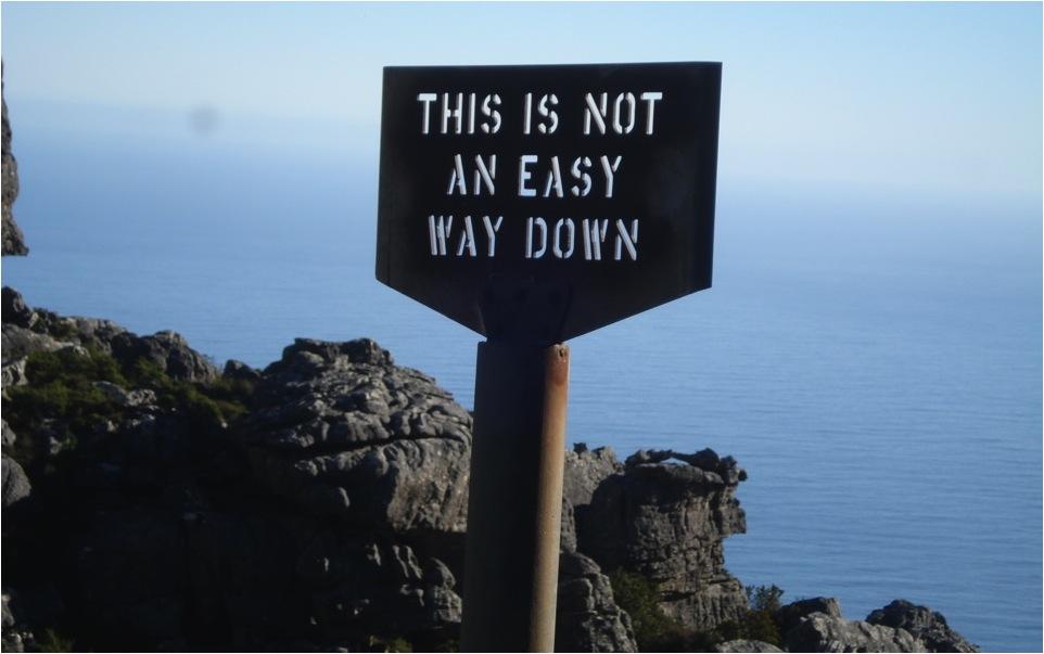 Trilha não recomendada. Sinalização permanente (Parque Nacional da Montanha da Mesa - África do Sul).
