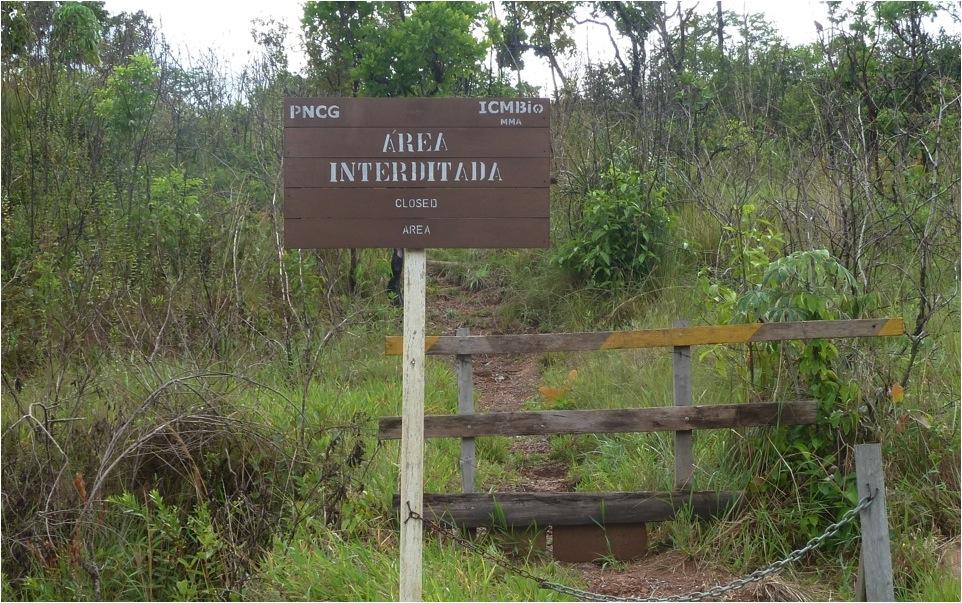 Trilha fechada. (Parque Nacional da Chapada dos Guimarães).